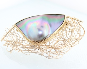 Pearl and gold wire brooch