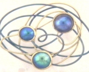 Paua pearl and gold brooch